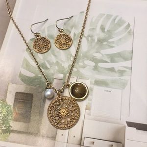Gold filigree circle & pearl necklace earring set